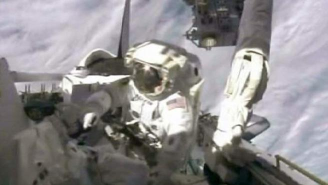 El astronauta Tim Kopra durante la misión del Endeavour.