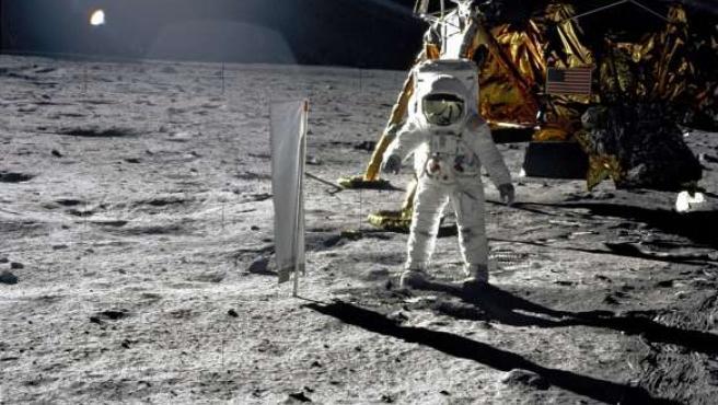 El astronauta Edwin 'Buzz' Aldrin, sobre la superficie lunar.