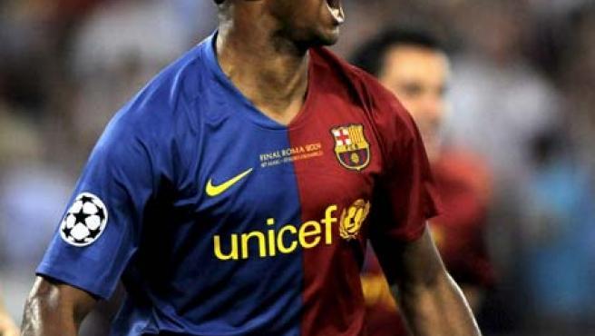 Samuel Eto'o, delantero del Barcelona, celebra su gol ante el Manchester United.