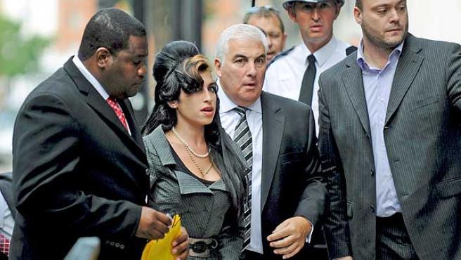 Amy Winehouse acudía hoy a los tribunales.