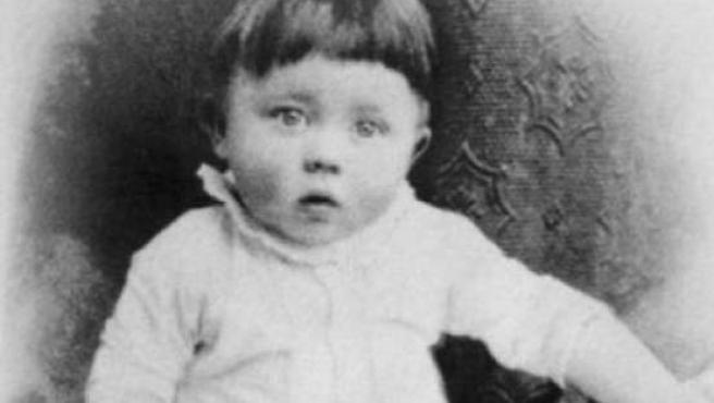 Fotografía de Adolf Hitler de niño.