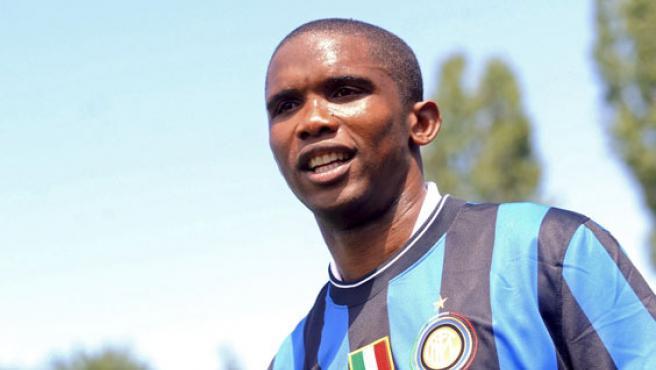 El camerunés Samuel Eto'o es presentado como jugador del Inter de Milán.