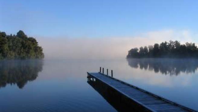Imagen de archivo de un lago, donde se cree que pudo surgir la vida, en vez de en los océanos.