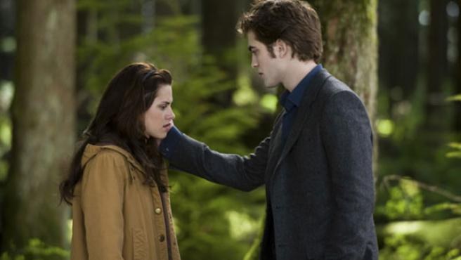 Kristen Stewart y Robert Pattinson en 'Luna nueva'.