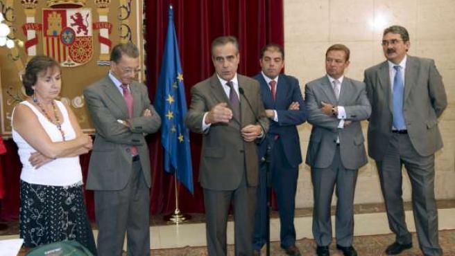 El ministro de Trabajo, Celestino Corbacho, tras la reunión con representantes de las asociaciones de autónomos.