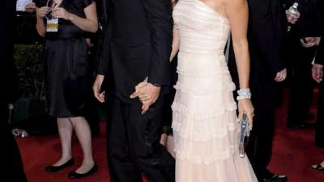 Los actores Aston Kutcher y Demi Moore en los Globos de Oro 2009.
