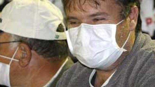 La mascarilla es una buena medida, pero humedecida pierde eficacia.