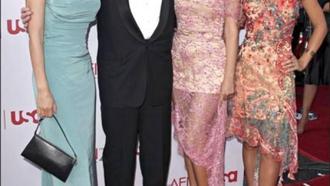 Hugh Hefner posa con sus tres ex novias; la primera por la derecha, Kendra Wilkinson (KORPA).