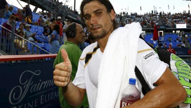 El tenista alicantino David Ferrer saluda en una foto de archivo