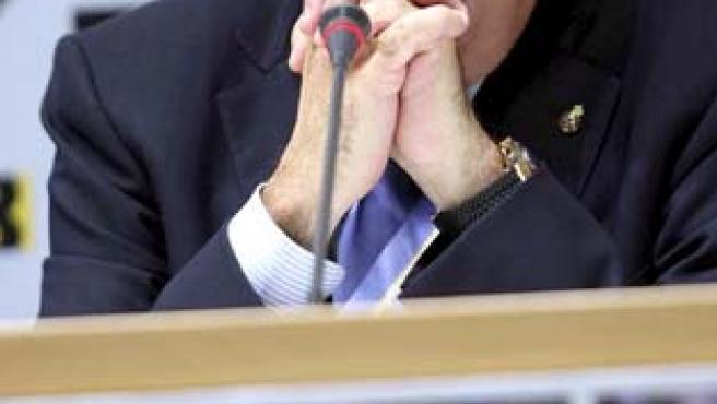El presidente del Espanyol, Daniel Sánchez Llibre, atiende a los medios de comunicación en el interior del estadio de Cornellà,