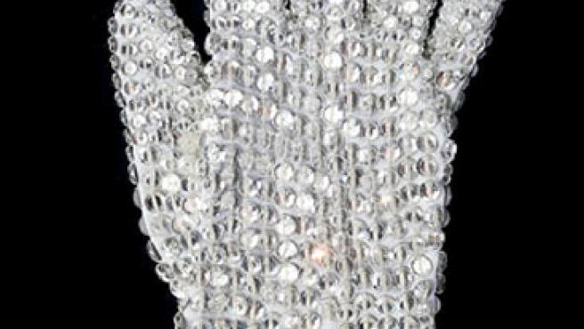El guante con cristales que Michael Jackson lució en las interpretaciones de su éxito 'Billie Jean'.