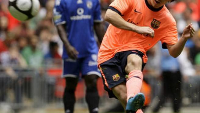 Leo Messi realiza un disparo en el partido amistoso ante el Al-Ahly egipcio.