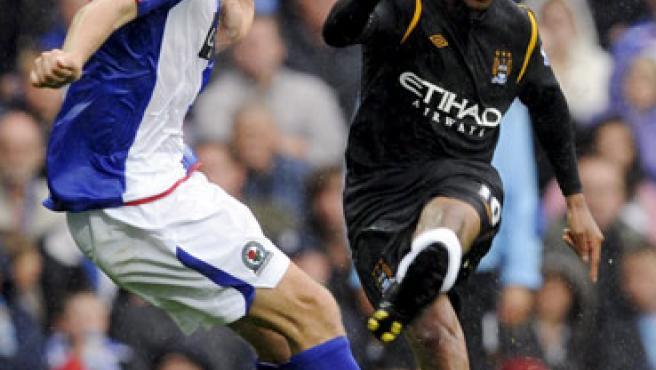 Robinho (d), en el Blackburn-Manchester City.