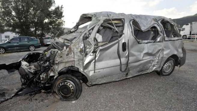 Estado en el que ha quedado la furgoneta tras el accidente.