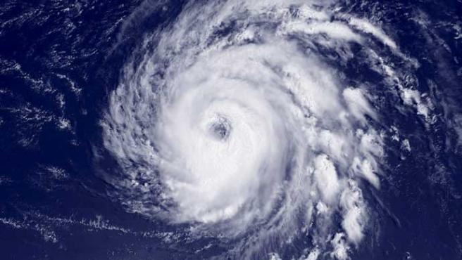 Imagen de 'Bill' tomada por satélite, cedida por la Administración Nacional de Océanos y Atmósfera