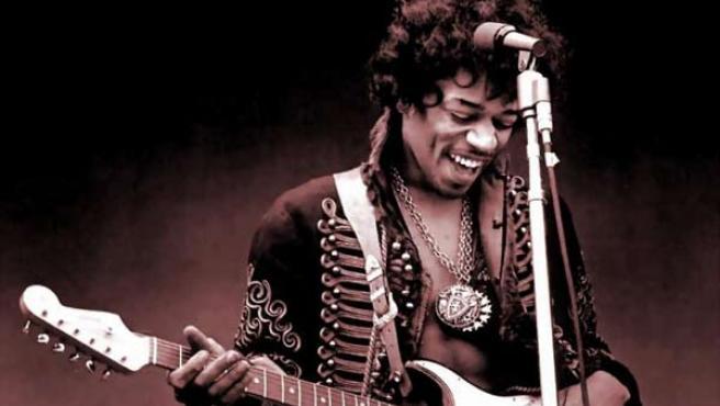 Jimi Hendrix y una de sus Fender Stratocaster.