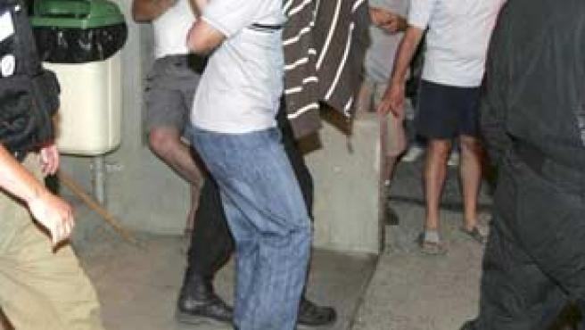 Uno de los tres miembros del aparato militar de ETA detenidos en el departamento de Le Corbier a la salida del registro del domicilio que ocupaban.