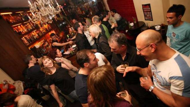 En Asturias la media supera considerablementa a la nacional, con un bar por cada 347 habitantes.