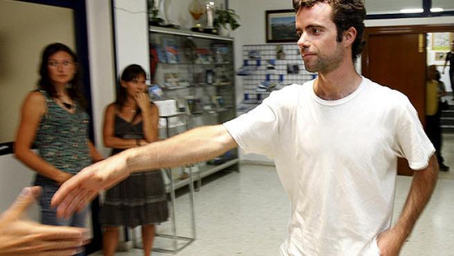 Álvaro Novellón, compañero del malogrado alpinista oscense Óscar Pérez, recibido a su llegada a Huesca.