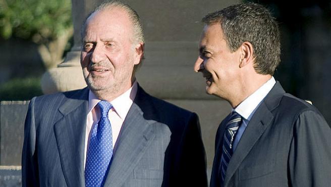 El Rey Juan Carlos recibe al presidente del Gobierno, José Luís Rodríguez Zapatero, en el Palacio Marivent.