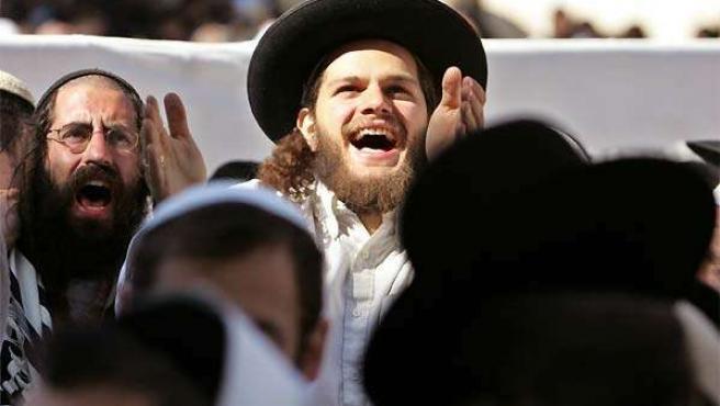 Judíos ortodoxos protestan durante una manifestación en Israel.