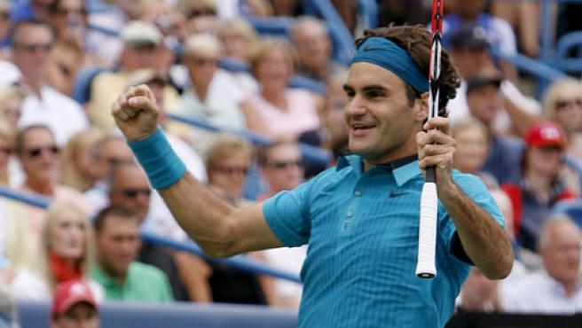 El suizo Roger Federer celebra el triunfo en Cincinnati ante Djokovic.