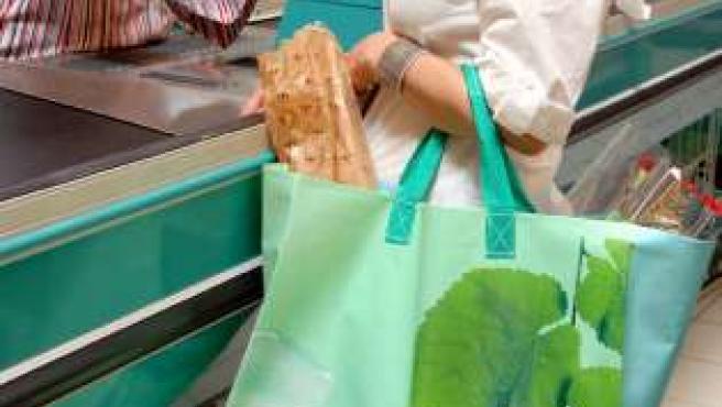 Uno de los modelos de bolsa que vende Carrefour desde que eliminó las de plástico.