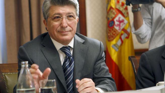 El presidente del Atlético de Madrid, Enrique Cerezo, al inicio de su comparecencia ante la subcomisión sobre el Deporte Profesional en España.
