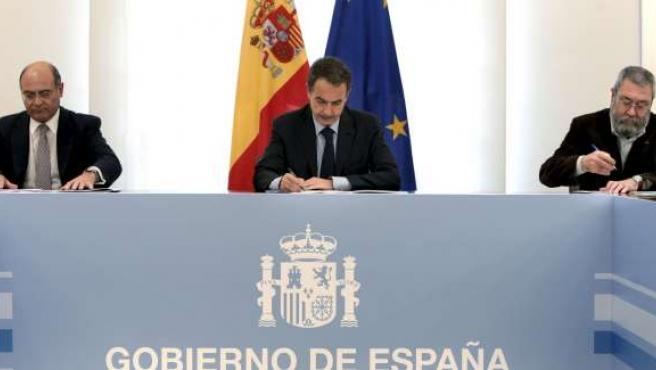 Zapatero, con Díaz Ferrán y Cándido Méndez, en marzo, durante la preparación de la cumbre del G-20