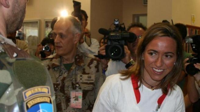 Carme Chacón en su visita a las tropas españolas desplegadas en Qala-I-Now (Afganistán).