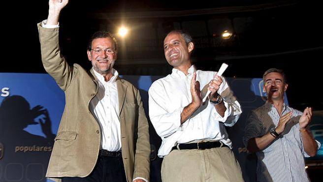 El presidente del PP, Mariano Rajoy, con el presidente del PP de la Comunitat Valenciana (PPCV), Francisco Camps, y el secretario general del PPCV, Ricardo Costa.
