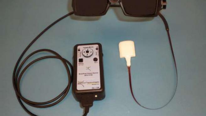 Imagen del artilugio que permite distinguir las imágenes a través de impulsos eléctricos en la lengua.