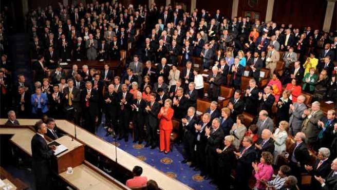 Barack Obama se dirige a los miembros de las dos Cámaras del Congreso de EE UU.