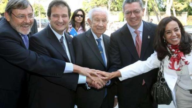 Jaime Lissaveztky, Jordi Hereu, Juan Antonio Samaranch, Alberto Ruiz Gallardón y Mercedes Cohen.