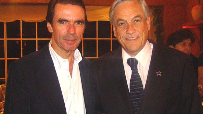 José María Aznar (izda) con Sebastián Piñera, candidato presidencial en Chile de la Coalición por el Cambio.