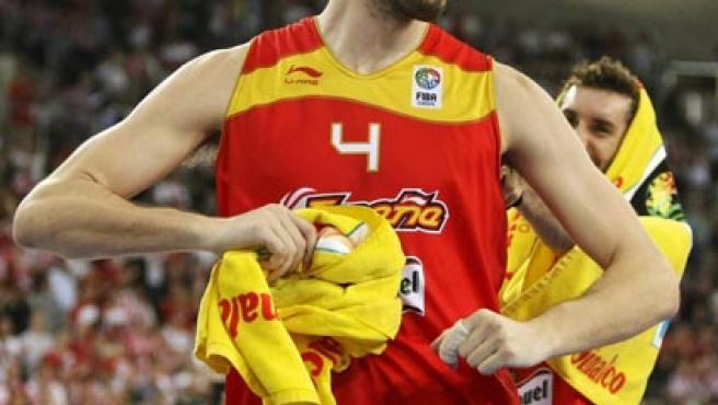Pau Gasol celebra la clasificación de España para los cuartos del Eurobasket.