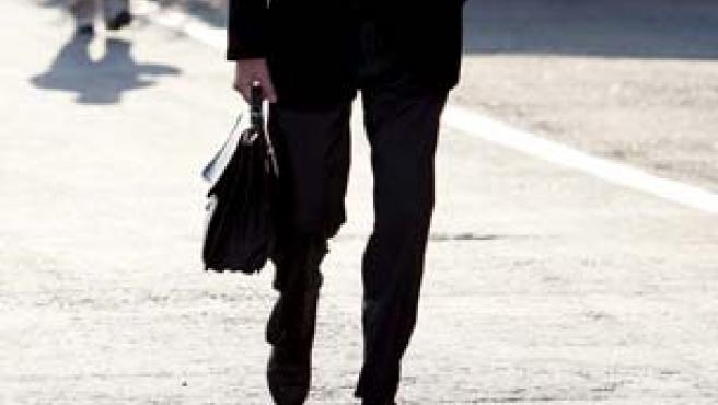 El ex presidente de la FIA, Max Mosley, caminando por el paddock del circuito de Monza.