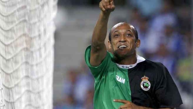 Mogammat Nasief Morris celebra su gol con el Racing de Santander.