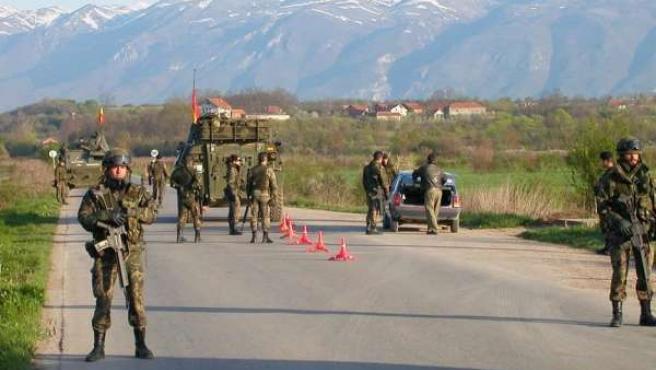 Un control de las tropas españolas en Kosovo.