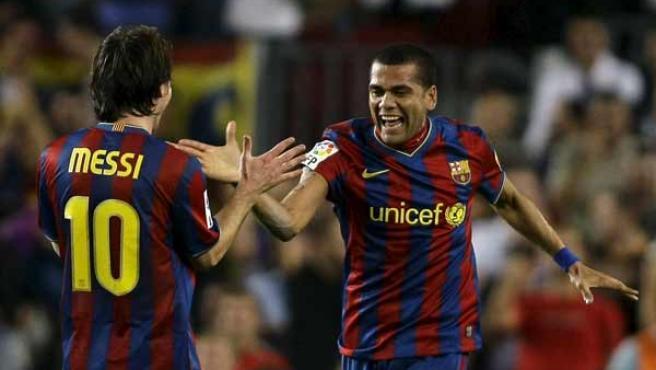 Dani Alves y Leo Messi, con la camiseta azulgrana.