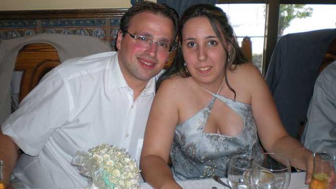 Begoña y su marido, Francisco, en una celebración reciente, antes del fatal desenlace de su primer embarazo.