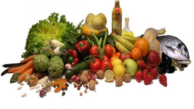 Rica en pescado, aceite de oliva, legumbres, frutas y verduras.