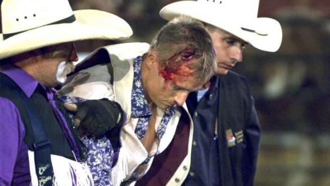 El cowboy Ira McKillip, participante en Bareback Riding o monta de caballo bronco a pelo.