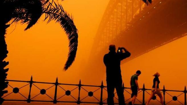 Una tormenta de arena tiñó de rojo Sidney.