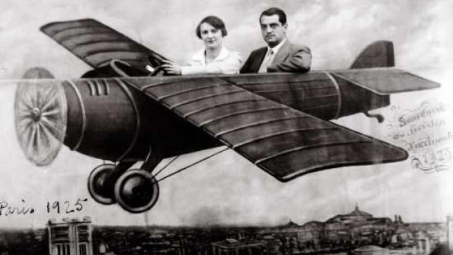Luis Buñuel y Jeanne Rucar en París en 1925.