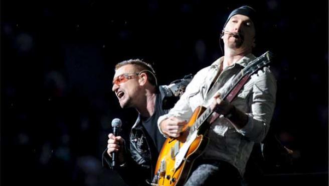 La banda irlandesa U2 paga una multa de 18.000 euros al Ayuntamiento de Barcelona.
