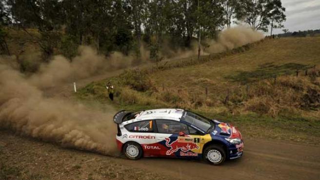Sebastien Loeb, mientras conduce su Citroen C4 WRC durante el Rally de Australia