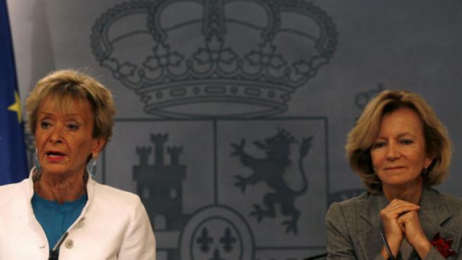 María Teresa Fernández de la Vega y Elena Salgado, durante la rueda de prensa donde se han anunciado los Presupuestos para 2010.
