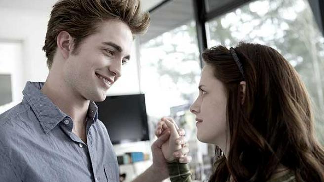 Kristen Stewart y Robert Pattinson, en la película 'Crepúsculo'.
