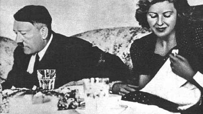 Adolf Hitler y Eva Braun.